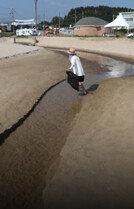 '서핑천국' 죽도해변 난데없는 검은 물줄기