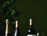 더 와인 머천트 레인지의 잉글리시 퀄리티 스파클링 와인, 샤또뇌쁘 뒤 빠쁘 루즈, 뽀이약(왼쪽부터).[사진 제공·라망]