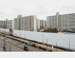재건축을 앞두고 이주를 완료한 서울 강남구 일원동 개포주공8단지 아파트. 주변에 공사 가림막이 설치돼 있다. [홍태식 기자]