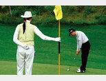 캐디에 대해 전문 직업인이자 골퍼의 동반자라는 인식을 가질 필요가 있다. [사진 제공·김맹녕]