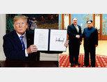 5월 8일(현지시각) 도널드 트럼프 미국 대통령이 이란 핵협정 탈퇴 선언서에 서명한 뒤 이를 들어 보이고 있다.  3월 31일 북한 평양에서 마이크 폼페이오 당시 미국 국무장관 지명자를 만난 김정은 국무위원회 위원장(왼쪽부터). [AP=뉴시스]