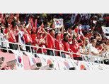 6월 18일 러시아 니즈니노브고로드 스타디움을 찾은 붉은악마들이 소리 높여 한국을 응원하고 있다. [동아DB]