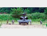 경기 파주시 접경지역에서 한미 을지프리덤가디언(UFG) 연습에 참가한 미군 블랙호크 헬기가 이륙하고 있다. [뉴시스]