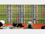 미·중 무역전쟁으로 불확실성이 커지면서 투자심리가 크게 위축돼 국내는 물론, 해외 주식시장도 전체적으로 하락세를 보이고 있다. [동아DB]