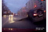 """신호 위반이 위험한 이유 """"멀쩡했던 도로가 폭발?"""""""