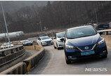 [시승기]가속페달로만 주행…미래 전기車 표본 '닛산 리프'