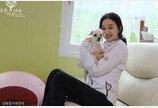 '개똥 치우고, 장애 고양이 안아주고..' 쌩얼로 보호소 찾은 배우 수애