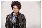 [우먼 동아일보 스타 패션] '닥치고 꽃미남 밴드' 스타일 분석 - 성준의 시크 캐주얼 룩