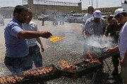 단식투쟁 감옥 앞에서 바비큐 파티 연 이스라엘 극우