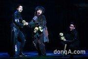 [동아포토]B1A4 신우 '무덤지기와 만남'