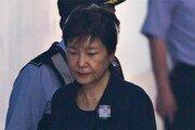 박근혜 前대통령, 재판중 꾸벅꾸벅… 20분간 졸아