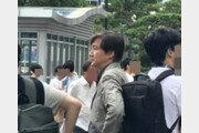 """""""민정수석, 용산에 떴다!""""…조국, 시민들 사이에서 택시 대기 '포착'"""