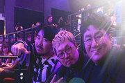"""""""In here!"""" 방탄소년단 소속사 대표 방시혁, 'AMAs' 현장서 '아빠 미소'"""