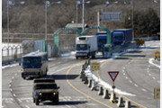 [원대연의 잡학사진]북한 응원단 버스 호위한 신형 전술차량 'KM1'