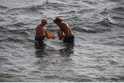바다에서 '수중분만' 인근 아파트서 포착…물에서 낳으면 덜 운다고?