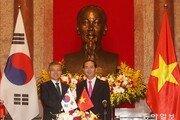 문재인 대통령, 베트남전 민간인 희생 유감표명… 과거사 씻기