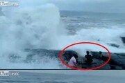 갯바위 끝에서 기념사진 찍다 파도에 '휙'…셋 중 한명 익사 참변
