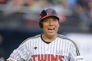 """[베이스볼 피플] 그라운드 위 미소 잃지 않는 김현수 """"전투력과 재미 모두 중요하니까"""""""