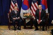 文대통령-트럼프, 한·미 FTA 개정 협정문 서명