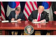 """文대통령 """"한국 車 관세 면제해달라""""…트럼프 """"검토해보라"""" 지시"""