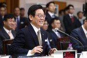 '싸움닭 이미지' 이재명, 경기도 국감서 '미소 방어전'