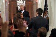 """트럼프 """"백악관 출입금지 기자 더 늘릴 것"""" 위협"""