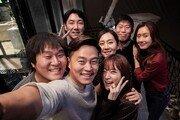 영화 '완벽한 타인', 개봉 18일 만에 400만↑