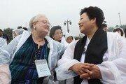 '5·18 목격' 美목사 부인들, 文의장에 '한국당 발언 허위' 서한
