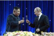 美 대북제재 흔드는 김정은-푸틴의 악수