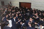 자유한국당 지지도 24%…국정농단 사태후 '최고치'