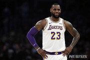 르브론 제임스, NBA 유니폼 판매 1위…커리 따돌렸다