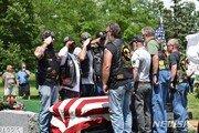 美 한국전 참전용사 장례식에 무연고 시민 수천명 운집