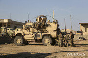 미군 주둔 이라크 군기지 주변에 로켓 17발 떨어져