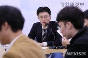 정부, 그린북서 8개월 만에 '부진' 표현 삭제…靑 의식했나