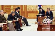 예정보다 20분 길어진 文대통령-美국방 면담…50분간 현안 논의