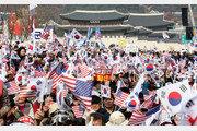 """""""문재인 하야""""vs """"검찰개혁""""…이번 주도 광화문·여의도 대규모 집회"""