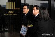 """강용석 """"피해 여성 추가 공개"""" 예고…김건모측 """"법적 대응"""""""