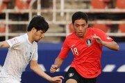 [속보]한국, 우즈벡에 2-1로 앞서…'멀티골' 오세훈 생일 자축