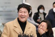 '기생충' 송강호, 공항서 소감 밝히다 사과한 사연은?