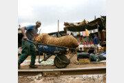 [홍진환 기자의 케냐에서 희망 찾기]<8>케냐 슬럼가 청년, 일당 1달러를 위해…