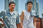 """[쌈 MOVIE]""""강동원만으로 행복""""… """"강동원만으론 허전"""""""