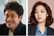 """신하균-김고은 """"연인사이"""" 17세 차이… 동호회서 가까워져"""