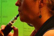 [담배 이제는 OUT!]금연 대신 전자담배? 몸에 해롭긴 마찬가지!