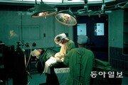 """[토요이슈]""""의사보조 PA가 처방전 변경… 수술하는 것도 본적 있다"""""""