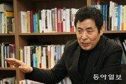 """[심규선의 연극인 열전] 무대미술가 박동우 """"브로드웨이가 경쟁상대다"""""""