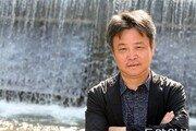 """위화 """"돈에 취한 중국은 여전히 비정상… 오염공기 함께 마시며 평등 느껴"""""""