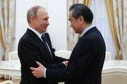 中 왕이, 푸틴과 회동…북핵 등 양자협력 강화 약속
