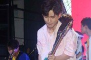 [동아포토]더 이스트라이트 김준욱, 빛나는 기타리스트