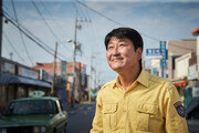 '군함도'에 뺏긴 이슈, '택시운전사'의 험난한 길