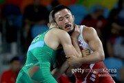 '오뚝이 레슬러' 류한수, 세계선수권 정상